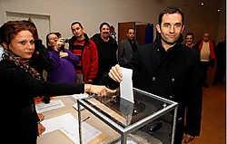 Ex-kandidaat-voorzitter Benoît Hamon (r.) riep zijn aanhang op te stemmen voor Martine Aubry.reuters<br>