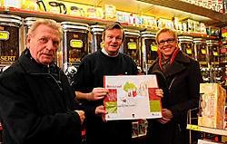 Handelaar Philippe Van Dael (midden): 'De nieuwe zakken kunnen onze winkelstraat een nieuw imago geven.'Herman Ricour