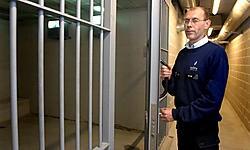De cellen in Mollem zijn ruim genoeg om 'snachts en in het weekend ook de arrestanten uit de naburige zones op te vangen.Yvan De Saedeleer