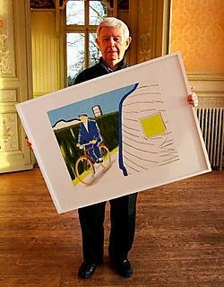 André Raemaeckers met een werk van Roger Raveel in kasteel Le Paige.<br> Louis Verbraeken