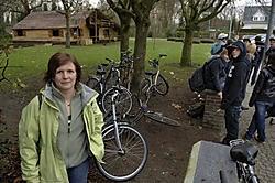 Volgens Hilde Van Cauteren geeft de gemeente de indruk dat scholieren niet welkom zijn in het parkje.<br>Paul De Malsche
