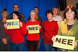 De buurtbewoners protesteren tegen nieuwe woningen, want die zouden volgens hen vaak te kampen krijgen met overstromingen. pmg<br>