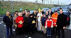 De sint en twintig bestuursleden van het ACW Groot-Deinze voerden actie aan het station. Ze willen meer fietsenstallingen en hogere perrons. Florian Van Eenoo