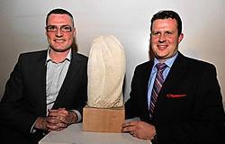 Bedrijfsleider Xavier Ramon (rechts) kreeg de Gouden Lasso van De jonge cowboys uit het Texas van Vlaanderen. Ingelmunsternaar Kurt Declerck (36) van BCV Works (links) werd tweede.<br>Patrick Holderbeke