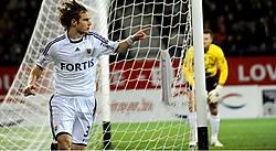 Guillaume Gillet bracht Anderlecht al snel op voorsprong. Sporting kwam nooit in de problemen, Dender was duidelijk een maatje te klein.photo news<br>