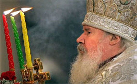 Duizenden gelovigen nemen afscheid van Russische patriarch