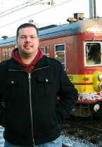 Thierry Correyn hielp een man die op de sporen was gevallen, terug op het perron net voor er een trein aankwam. nmi <br>