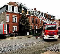 De brandweer evacueerde uit voorzorg de bewoners van vier huizen in de Brasschaatse Gezondheidslei.Koen Fasseur