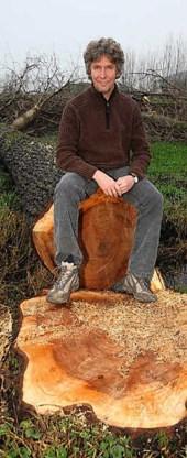 Carlos Bonamie vindt het niet kunnen dat bomen willekeurig gerooid worden, zonder dat er nieuwe exemplaren geplant worden. mm<br>