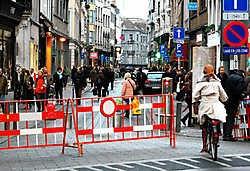 Over één ding zijn de handelaars van de Kammenstraat het eens: het experiment om voor drie weken de auto's uit hun straat te weren, is een groot succes. Koen Fasseur<br>