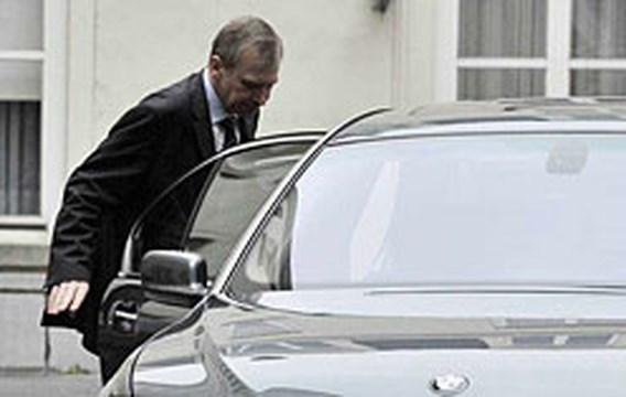 Koning aanvaardt ontslag regering Leterme