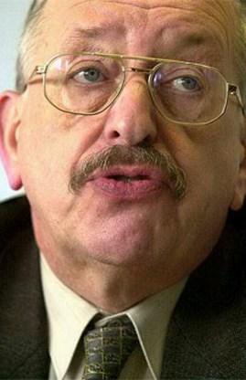 Oud-senator Roeland Raes schuldig aan negationisme