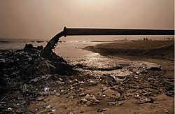 De rivier Odaw is langs de dumpplaats gestroomd vooraleer hij via een pijpleiding in zee uitmondt.Mine Dalemans<br>