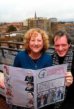 Gracienne Van Nieuwenborgh en Tom Houtman stellen een strip voor die de Aalsterse geschiedenis weergeeft.<br>Carol Verstraete<br>