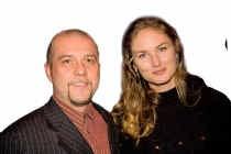 Grootaers is samen met zijn vrouw Jakobien Huysman de auteur achter het pseudoniem Simone Felix.