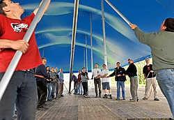 In de Trakelweg is de opbouw van het Labadouxfestivaldorp volop aan de gang.