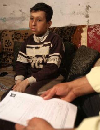 In Gaza-Stad wacht de 12-jarige Mohammed Zibdeh op een vergunning<br> om de Gazastrook te kunnen verlaten. Hij heeft hersenkanker. ap