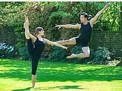 Ineke Vandevyvere en haar vriend Justin Yep hopen snel een extra docent aan te werven in hun nieuwe dansschool.Stefaan Beel