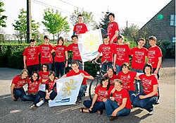 Sven Bogaerts (onderaan met vlag) zet actie op poten voor 'Kom op tegen Kanker'. Koen Fasseur