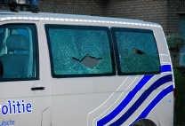 De ramen van de politiecombi werden stukgeschoten. Michel Vanneuville