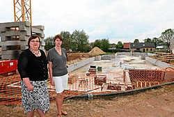 Op dit domein plannen Lien (rechts) en Kathleen Het Prieelshof, een woon- en zorgcentrum met 110 residentiële kamers, 10 kamers in kortverblijf en 31 serviceflats. Hendrik De Rycke