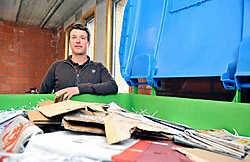 Milieu-ambtenaar Bram Bossuyt: 'De Ardooienaren zijn begaan met de verwerking van afval.'<br>Foto's Frank Meurisse