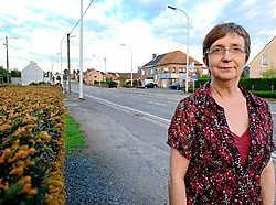 Marleen Bornauw aan de Ninoofsesteenweg: 'Er zijn hier veel ongevallen gebeurd.'Yvan De Saedeleer