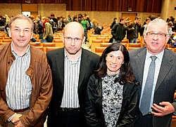 Vier bedrijfsleiders gingen in debat met de studenten: Geert Van Boven (van links), Stefaan Couvreur, Fatma Pehlivan en Jeroen Piqueur.fvv