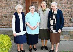 Zusters Anna Van Looveren, Monique Lauwers, Francine Vermant en Maria Kestens (vlnr.) verlaten als laatste zusters het rusthuis in de Lange Minnestraat. Hendrik De Rycke