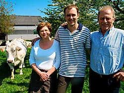 Karel tussen mama Catherine en vader Jacques. dhs