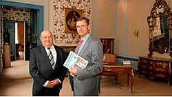 Havenvoorzitter Joacim Coens en algemeen directeur Donald Duthieuw in Huize De Caese: 'Er is beterschap in zicht voor de haven.' <br>Michel Vanneuville