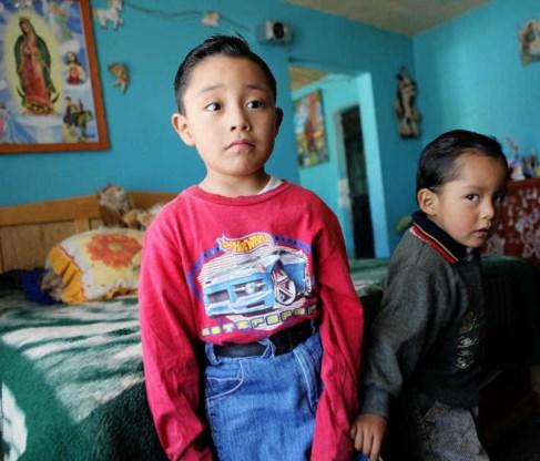 Edgar Hernandez Hernandez (links) uit het dorpje La Gloria zou het allereerste slachtoffer geweest zijn van de Mexicaanse griep. photo news