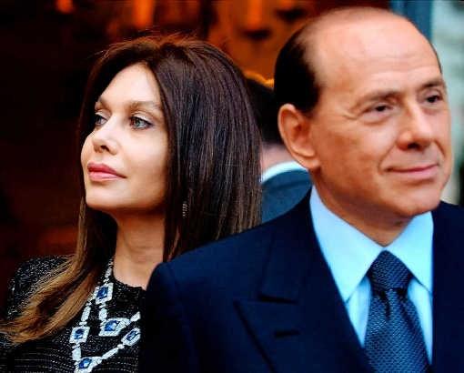 Een foto uit 2004 van premier Berlusconi en zijn vrouw, Veronica Lario, wachtend op het echtpaar Bush. ap