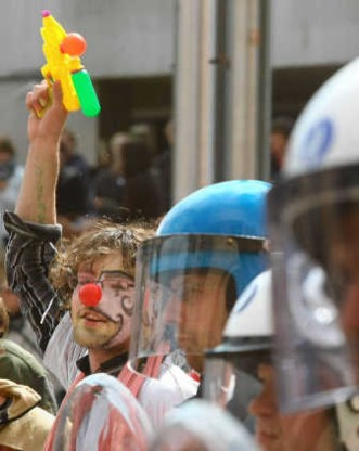 Het studentenprotest in Louvain-la-Neuve was ook ludiek.blg