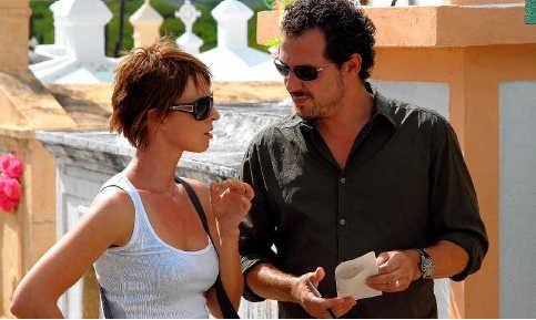 Lotte Pinoy en Axel Daeseleire tijdens de opnames in Curaçao. vrt
