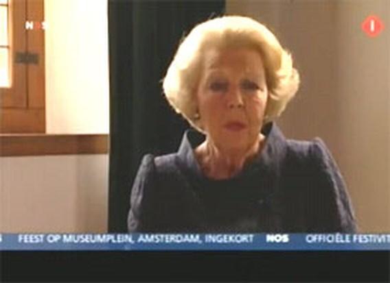 Koningin Beatrix reageert zwaar aangeslagen in televisieboodschap
