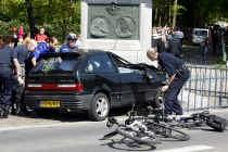 Hoe kon Karst Tates met zijn auto tot op tien meter van de koninklijke bus geraken?