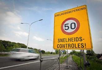 Heel wat automobilisten negeren de maximum toegelaten snelheid van 50 kilometer per uur in de werken. Stijn Hermans