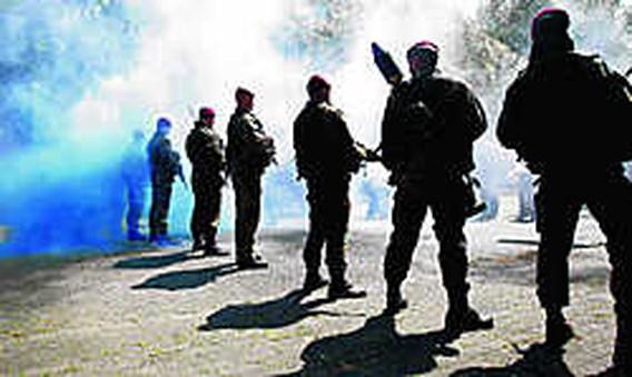 Leger sleept eigen soldaten voor rechter