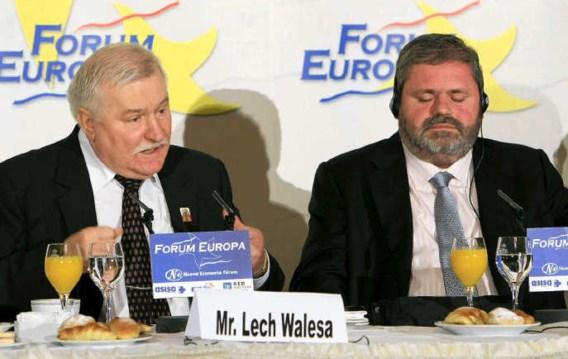 De Poolse ex-president Lech Walesa (links), hier samen met de Spaanse Libertaskandidaat Miguel Durán, voert een anti-Europese campagne. epa