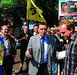Thierry Damien (UF) in discussie met Mark Demesmaeker (N-VA). Yvan De Saedeleer