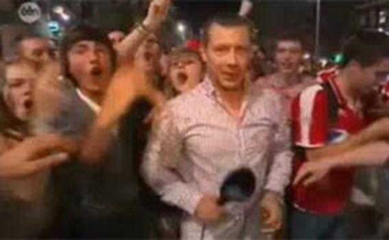 VIDEO: Reporter moet 'meevieren' met supporters Standard