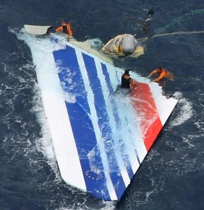 Gecrashte Air France viel verticaal in zee