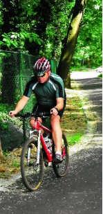Deze wielertoerist gaat geen helling uit de weg.Inge Bosschaerts
