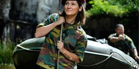 Maya Detiège in camouflageoutfit