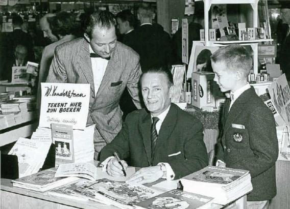 De expo in het stadhuis toont archiefbeelden en werk voor het weekblad Tintin/Kuifje. ro scan