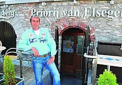Pascal Dewaele, uitbater van brasserie-restaurant Priorij Van Elsegem, wil duidelijkheid: 'De wetgeving in verband met het rookverbod staat nu helemaal op de helling.' pd