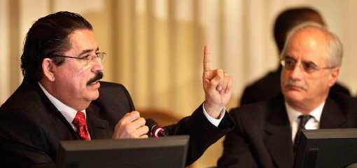 Manuel Zaleya (inks) voert het woord op een vergadering van de OAS in Washington. reuters