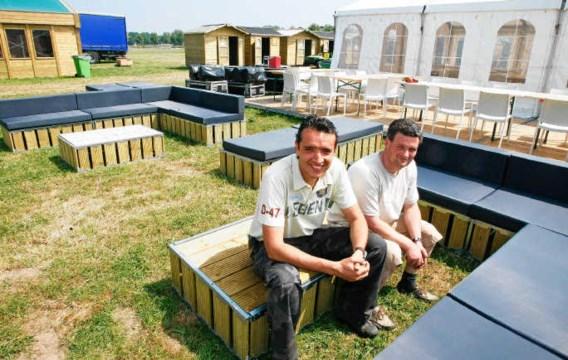 Bruno Lambert en Hans Cottyn bieden logies aan in houten hutten. Koen Merens
