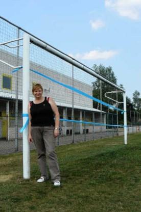 FC Halveweg-voorzitster Linda Cauberghe: 'Verschillende konijnenpijpen zijn vijftien tot twintig centimeter diep en zijn vaak amper vijf meter van elkaar verwijderd.'ksg